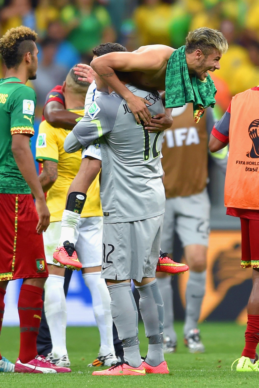Julio Cesar e Neymar comemoram classificação. Foto: Buda Mendes/Getty Images