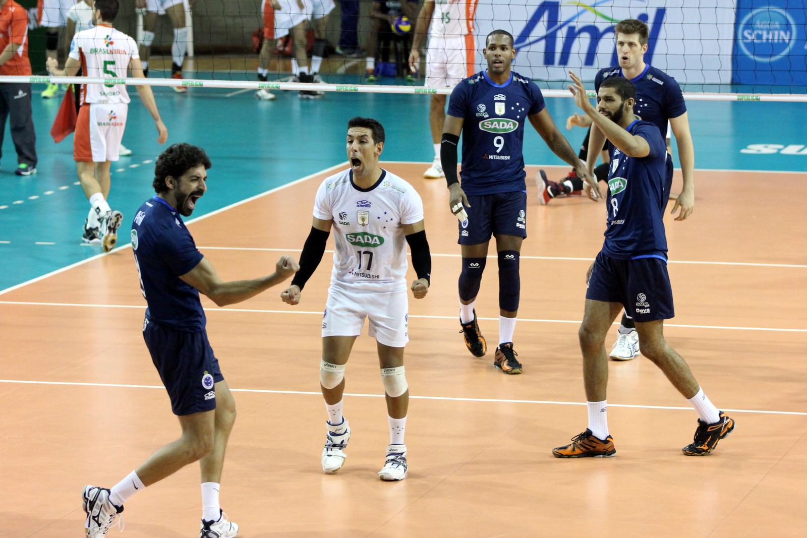 Filipe e companheiros vibram na vitória do Sada Cruzeiro sobre o Brasil  Kirin 3835ed75bd871
