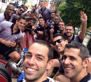 Equipe desfilou nesta terça (27) por Taubaté para comemorar o título na Copa Brasil