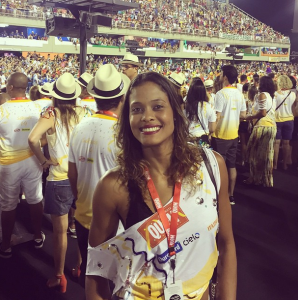 No primeiro dia de desfiles, Adenízia postou foto no camarote no Rio de Janeiro