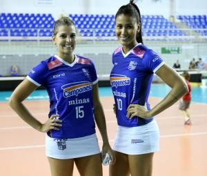 Mari Paraíba e Lia posaram para fotos antes da estreia do uniforme