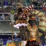 Thaísa como um dos destaques de carro da Unios da Tijuca