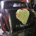 Carro com a placa dos noivos