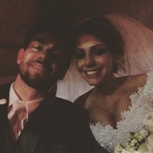 """""""Enfim casados"""", escreveu Lucão na legenda desta foto"""
