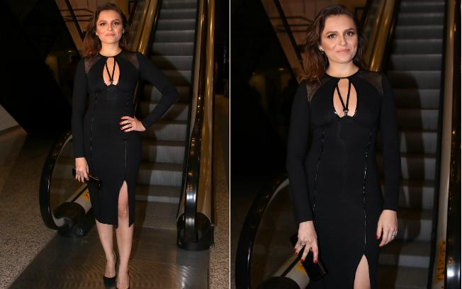 A atriz usou um vestido justo com fenda e decote