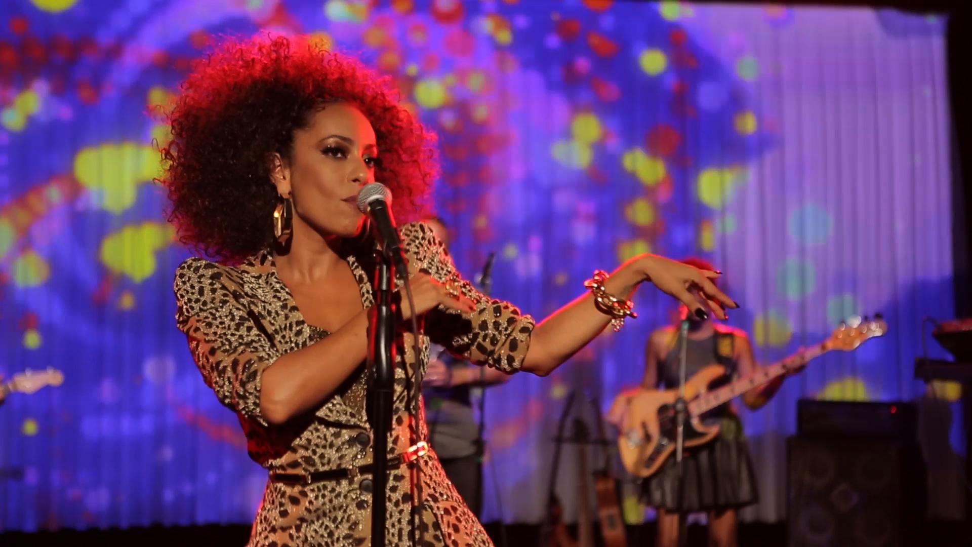 Samantha Schmütz homenageia black music na estreia (Foto: Páprica Fotografia / Divulgação Canal BIS)