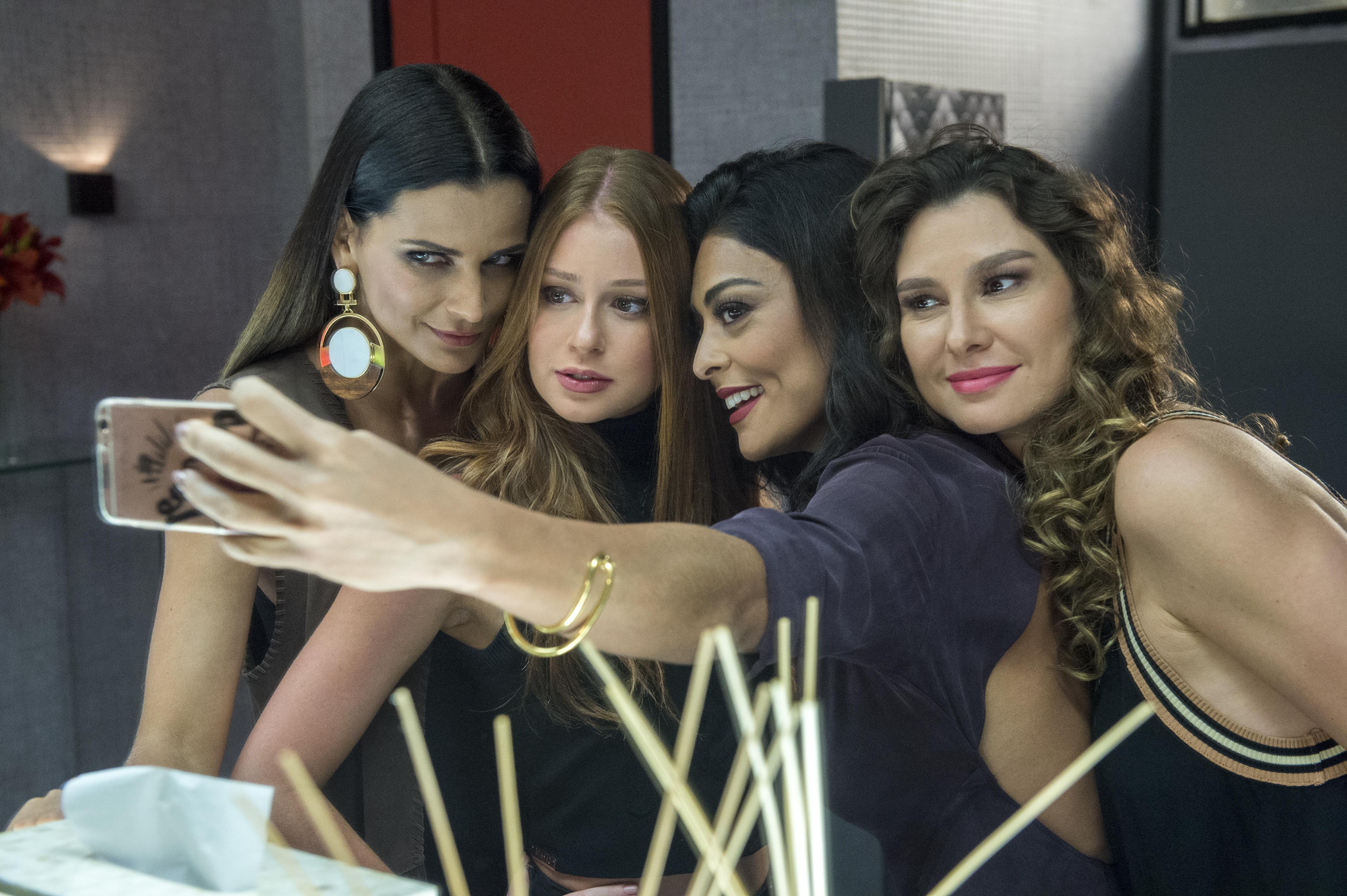 Daniele (Fernanda Motta), Carol (Juliana Paes), Natasha (Lavínia Vlasak) e Eliza (Marina Ruy Barbosa).