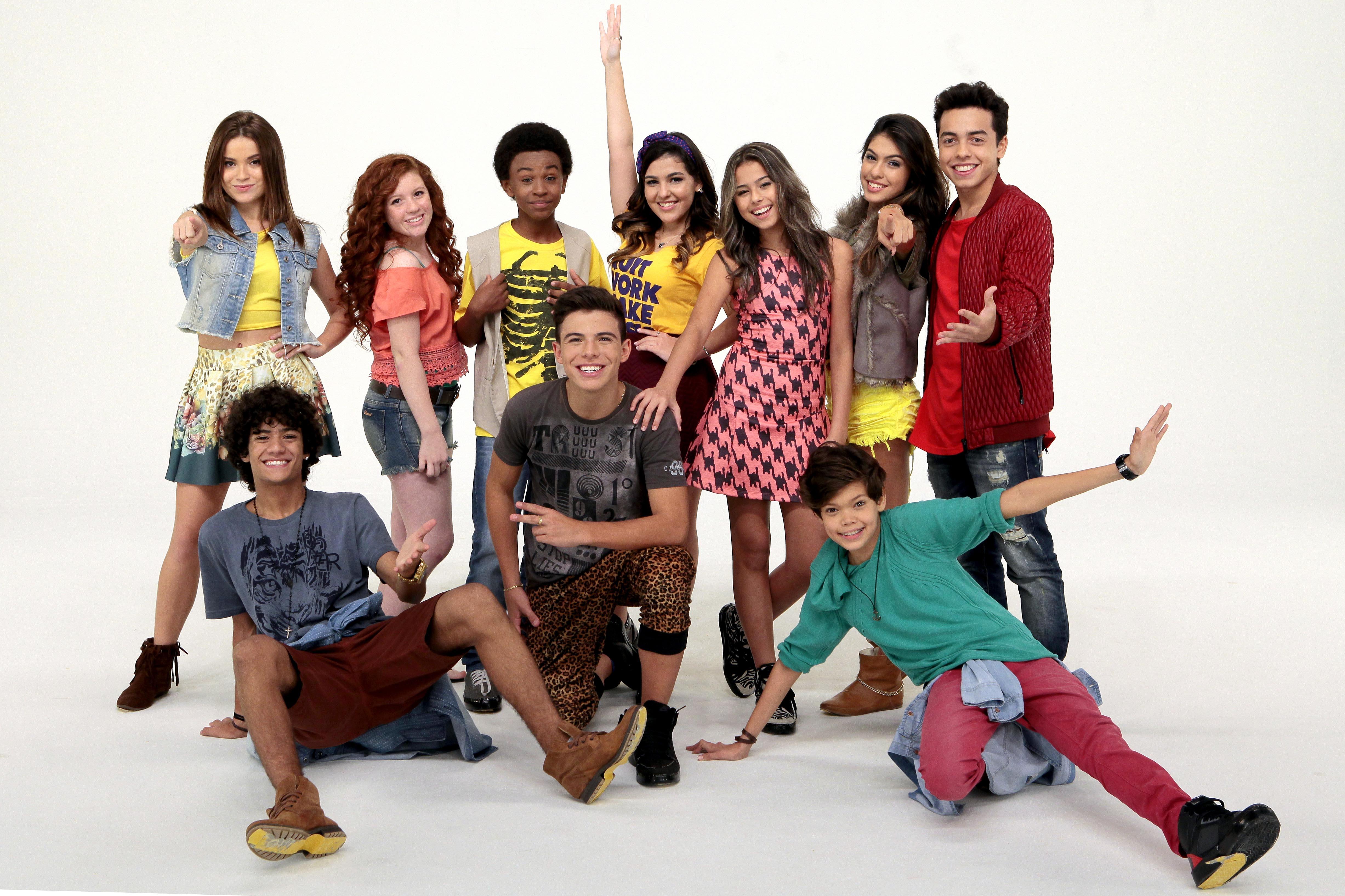 """Os 10 participantes do """"Dance se Puder"""", quadro do programa Eliana (Foto Lourival Ribeiro/SBT)"""