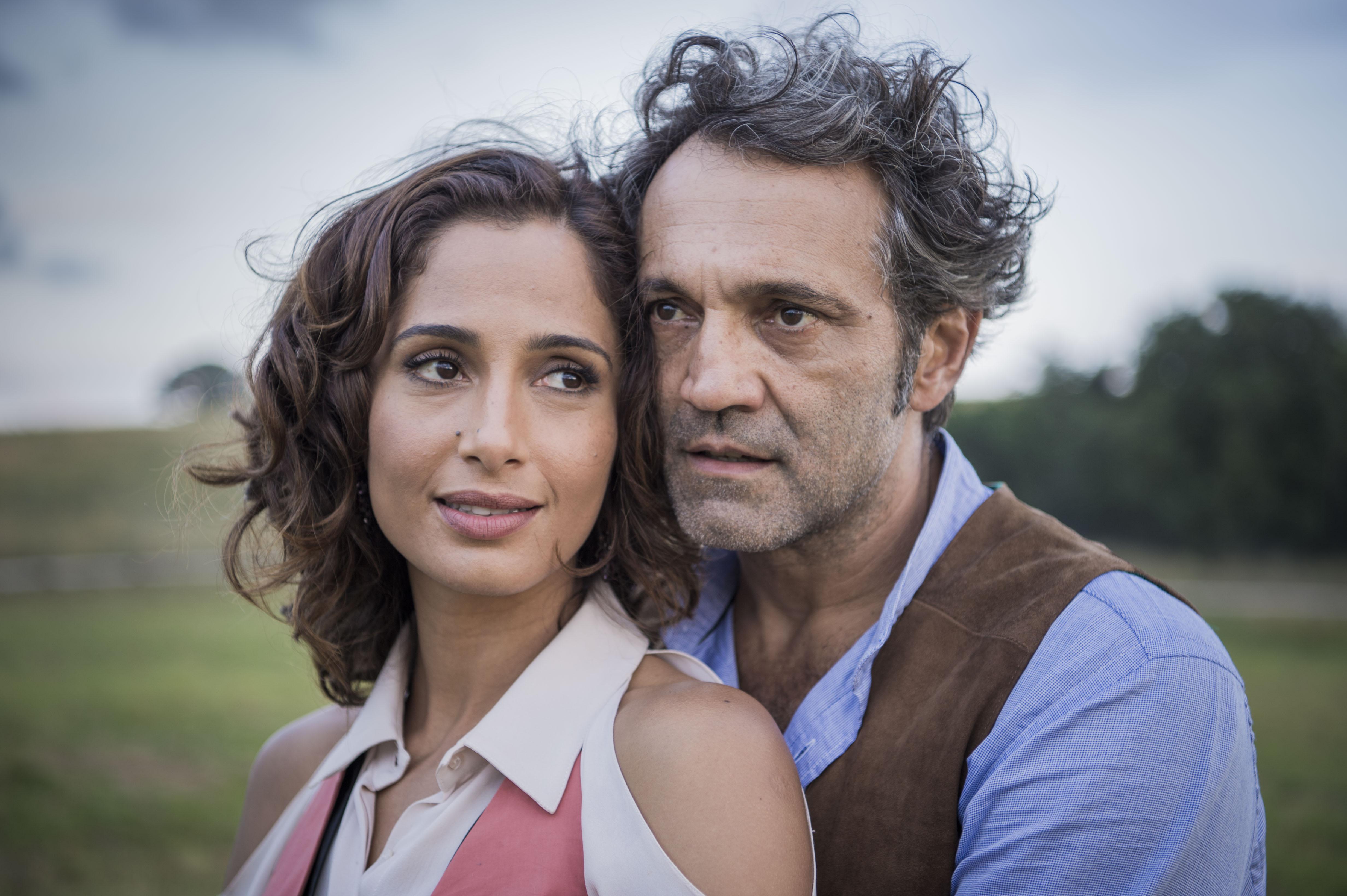 Tereza (Camila Pitanga ) e Santo (Domingos Montagner), um dos casais lentos da trama (Fotos: Divulgação/Globo)