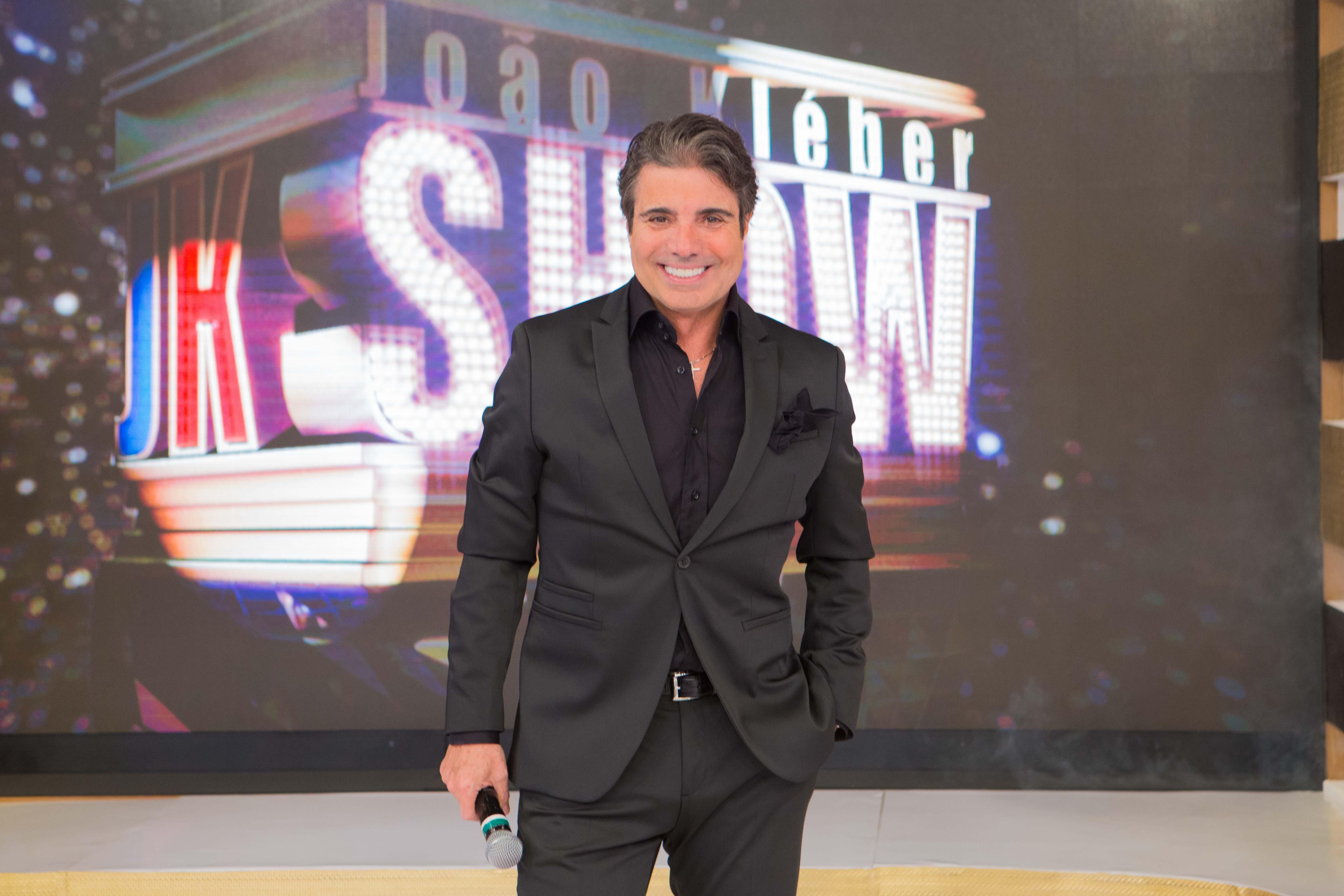 João Kleber estreia programa com jurados e brincadeiras nas noites de domingo (Fotos: Artur Igrecias/RedeTV!)