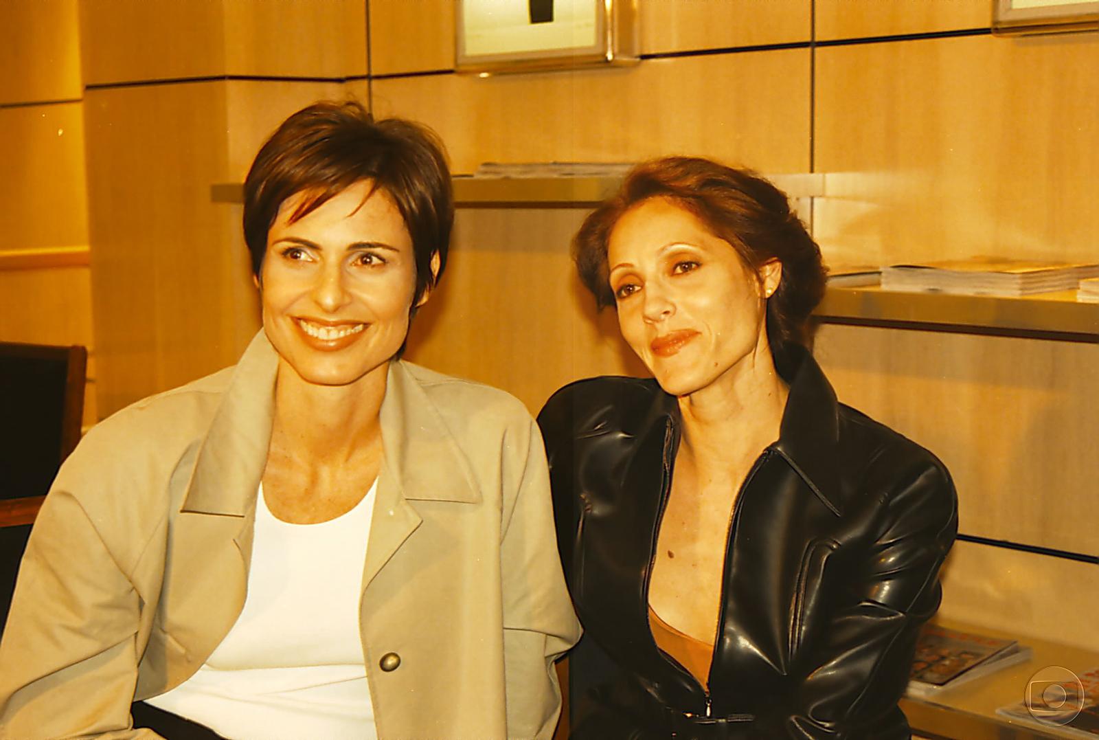 Silvia Pfeiffer e Christiane Torloni eram as lésbicas Leila e Rafaela em Torre de Babel (Fotos: Divulgação)