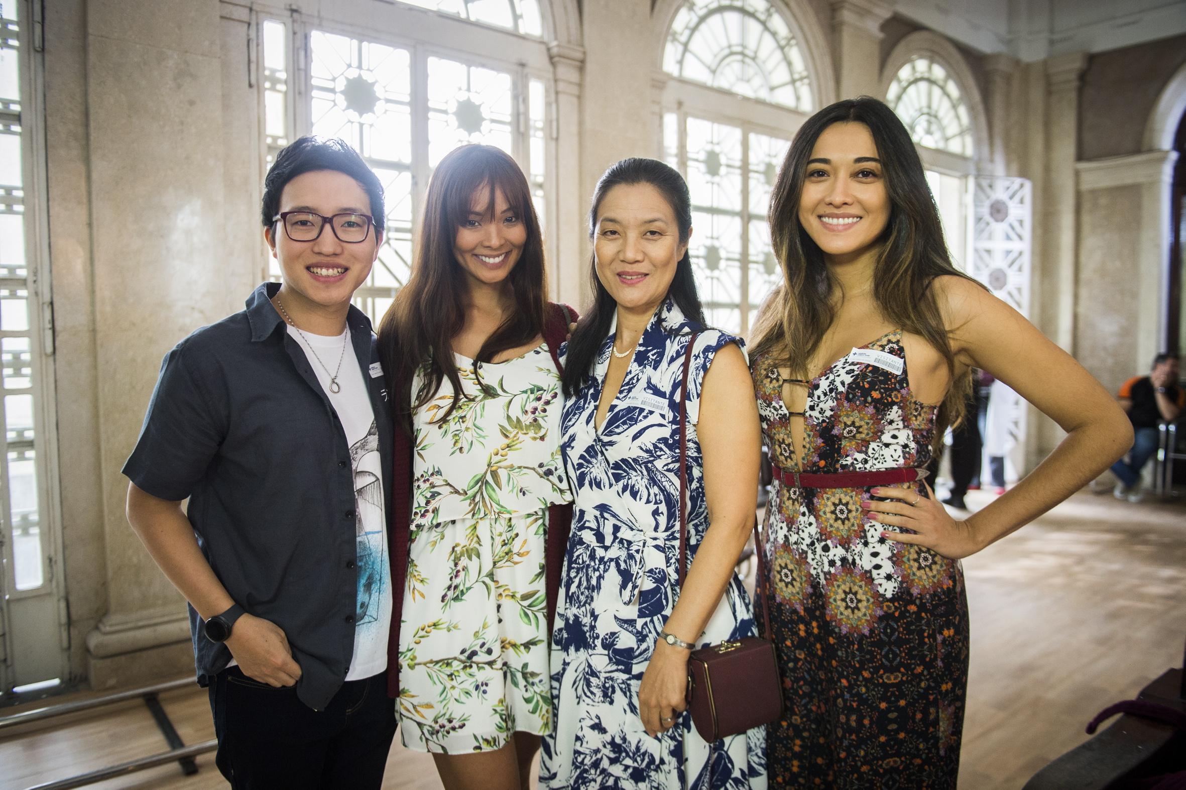 Mieko com os filhos Hideo (Paulo Chun), Hiromi (Carol Nakamura) e Yumi (Jacqueline Sato)