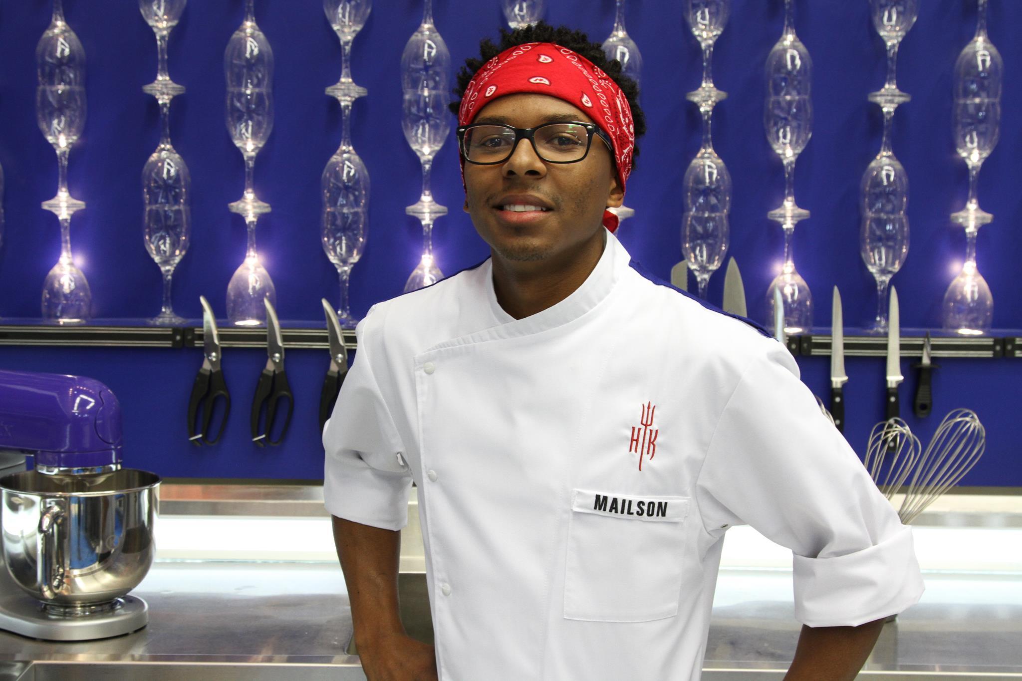 Maílson se interessou por gastronomia após participar de um projeto social e aprendeu muito do que sabe vendo programas gastronômicos para poder cozinhar para o irmão enquanto os pais trabalhavam. Sonha em viajar para a África para aprender sobre a culinária local