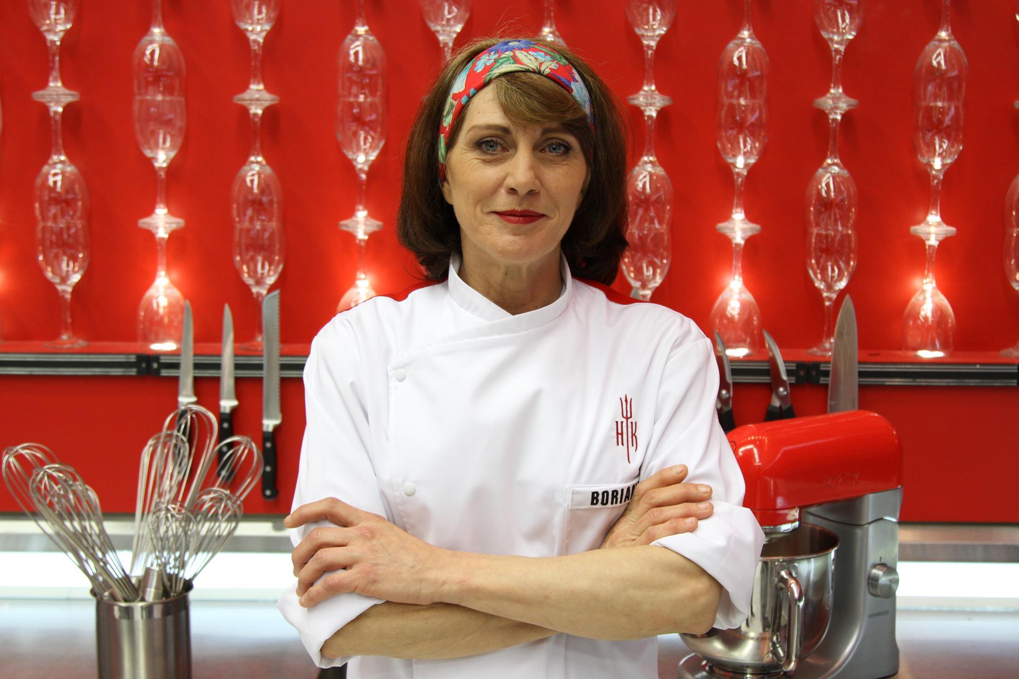 Borianka é da Bulgária, está no Brasil há 11 anos e vê semelhanças entre os dois povos. Cresceu cuidando da cozinha e trabalhou na cozinha de hotéis cinco estrelas na Itália e França.(Gabriel Gabe/SBT)