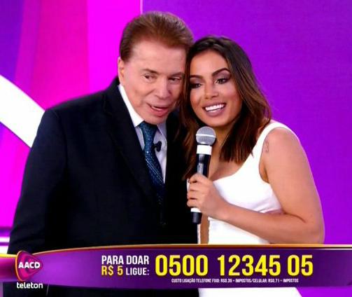 Silvio Santos dividiu o palco com Anitta (Reprodução/Twitter)