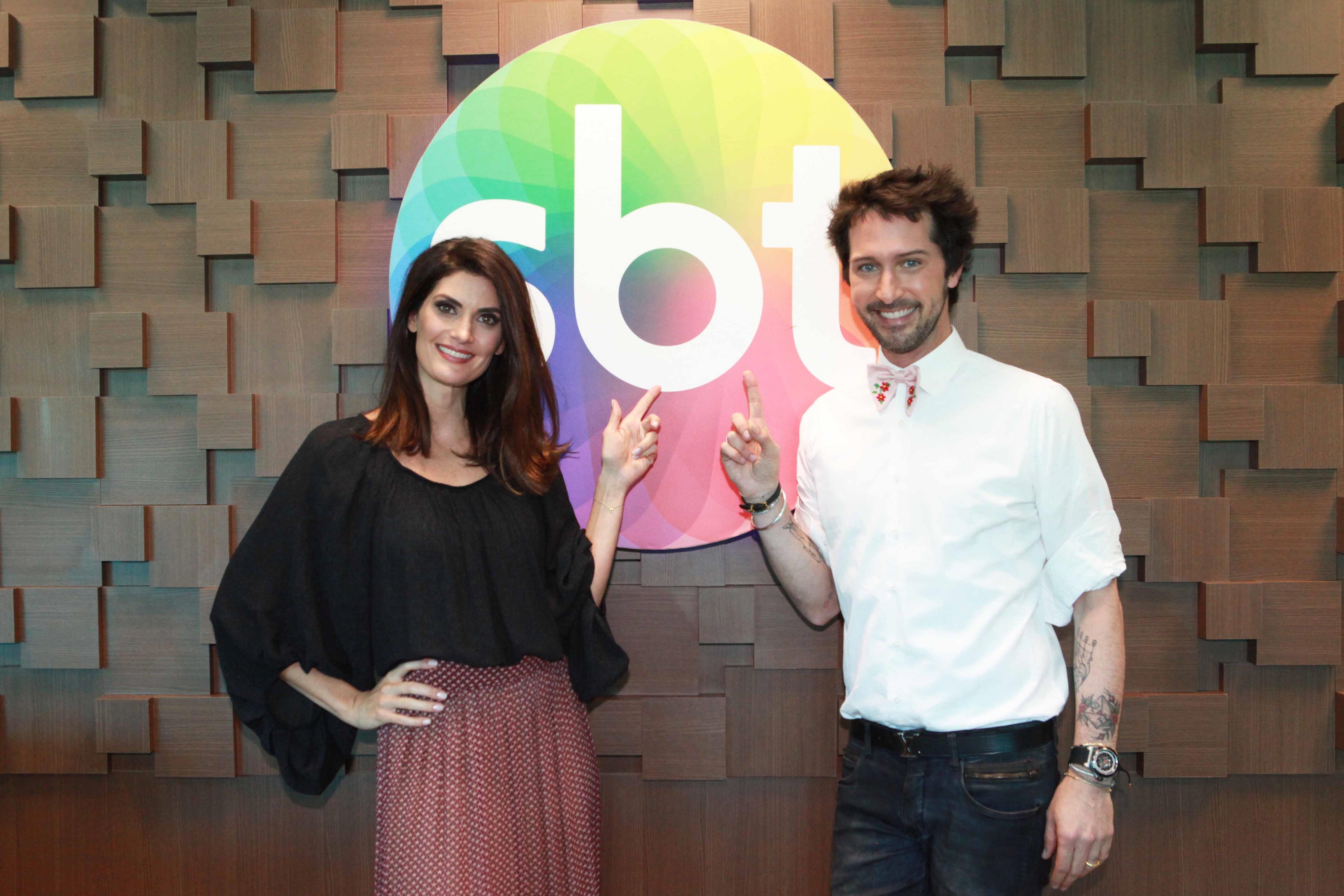 """Isabella Fiorentino e Arlindo Grund no comando do """"Esquadrão da Moda"""" (Leonardo Nones/SBT)"""