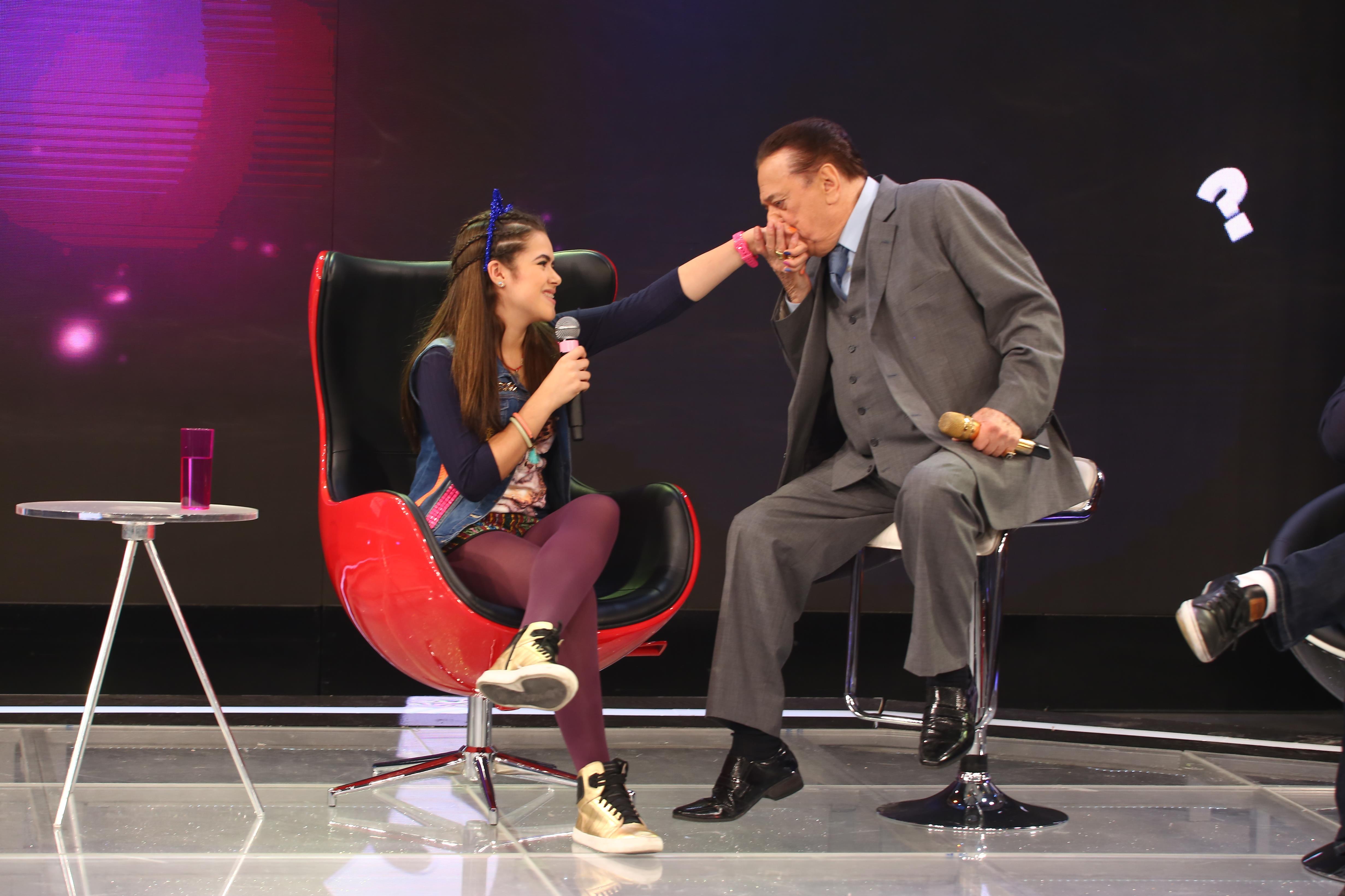 O apresentador com Maísa Silva, um dos talentos que lançou em seu programa