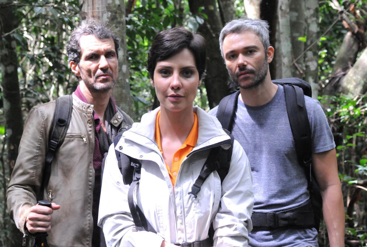 "Nicola Siri, Camila Rodrigues e Ângelo Paes Leme em ""Sem Volta"" (Munir Chatak/Record)"