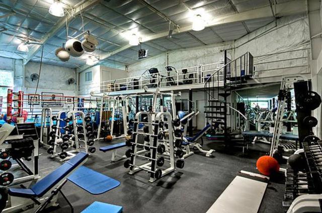 Academia de ginástica de 2,5 milhões de dólares na casa do ator Mark Wahlberg