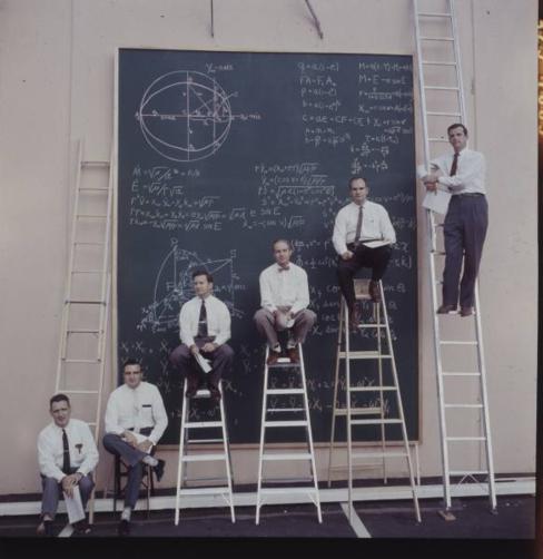 Cientistas da NASA em cálculos, 1960