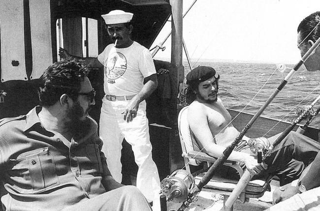 Che Guevara e Fidel Castro em pescaria, 1960