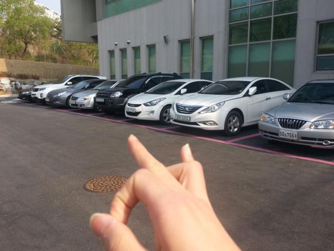 Estacionamento exclusivo para mulheres na Coreia.