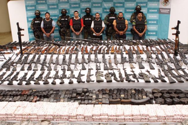 Armas apreendidas com apenas cinco homens no México