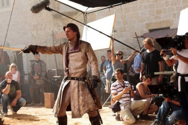on_set_with_cast_and_crew_of_game_of_thrones_640_06