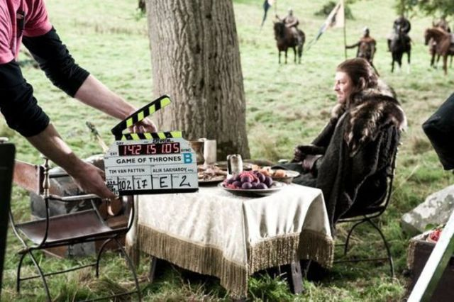 on_set_with_cast_and_crew_of_game_of_thrones_640_08
