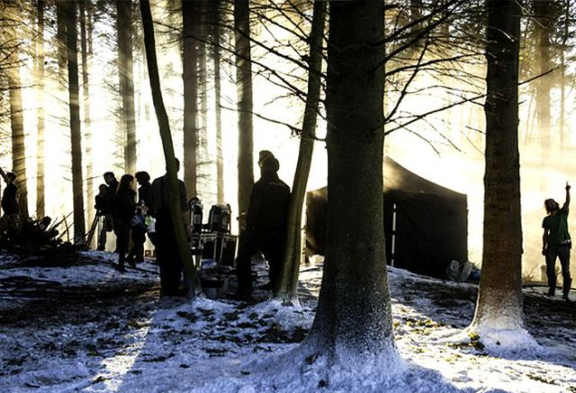 on_set_with_cast_and_crew_of_game_of_thrones_640_09