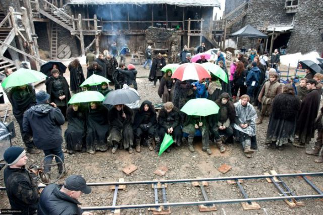 on_set_with_cast_and_crew_of_game_of_thrones_640_10