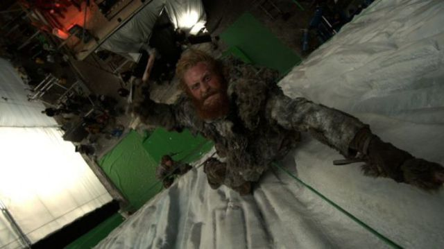 on_set_with_cast_and_crew_of_game_of_thrones_640_12