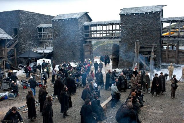 on_set_with_cast_and_crew_of_game_of_thrones_640_14