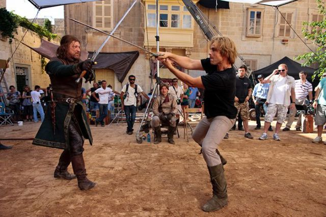 on_set_with_cast_and_crew_of_game_of_thrones_640_15