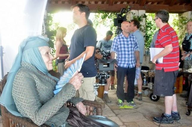 on_set_with_cast_and_crew_of_game_of_thrones_640_17