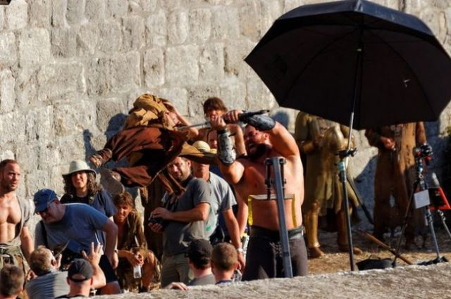 on_set_with_cast_and_crew_of_game_of_thrones_640_18