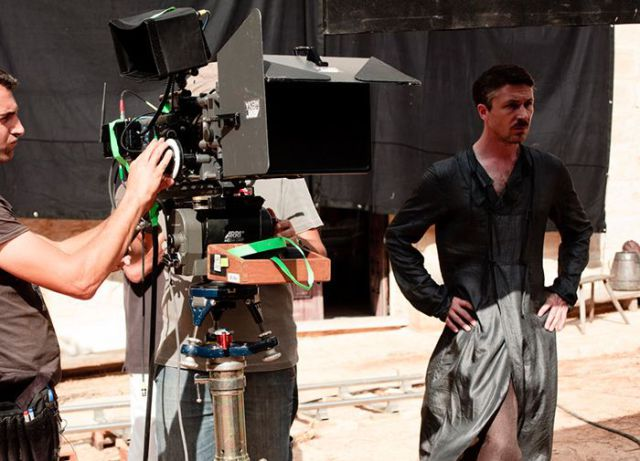 on_set_with_cast_and_crew_of_game_of_thrones_640_19