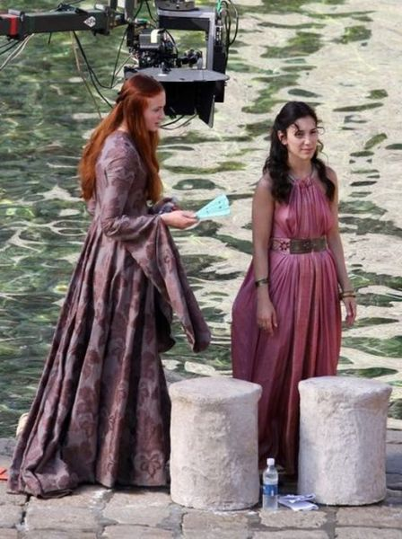 on_set_with_cast_and_crew_of_game_of_thrones_640_22