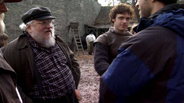on_set_with_cast_and_crew_of_game_of_thrones_640_23