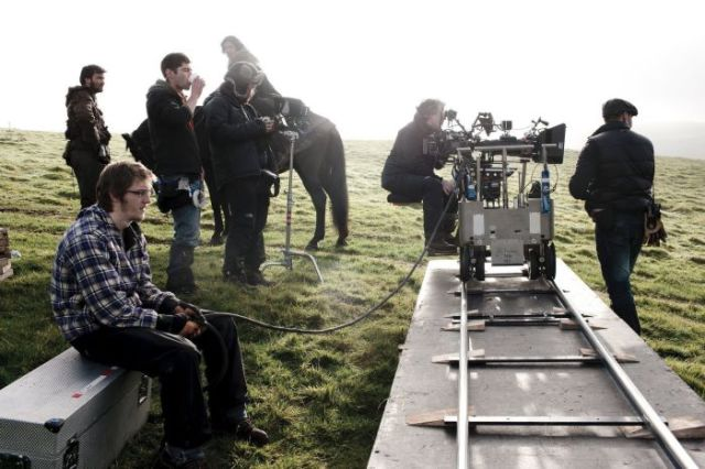on_set_with_cast_and_crew_of_game_of_thrones_640_27