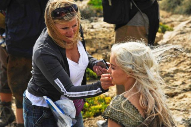 on_set_with_cast_and_crew_of_game_of_thrones_640_28