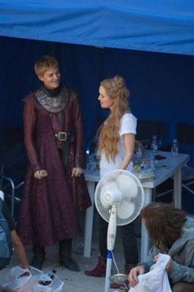 on_set_with_cast_and_crew_of_game_of_thrones_640_29