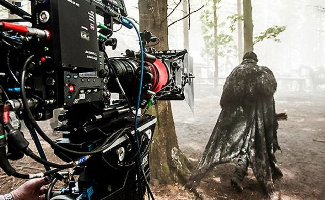 on_set_with_cast_and_crew_of_game_of_thrones_640_30