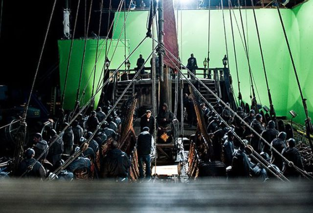 on_set_with_cast_and_crew_of_game_of_thrones_640_32