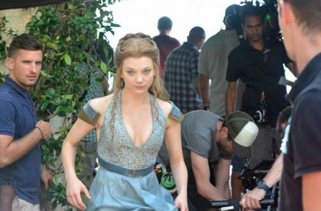 on_set_with_cast_and_crew_of_game_of_thrones_640_34