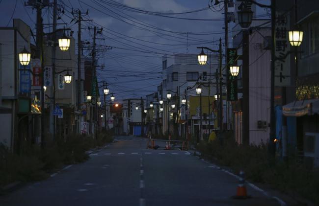 Vinte mil pessoas costumavam viver aqui, agora é apenas uma cidade fantasma. Esta é Nimie, no Japão, evacuada após o desastre em Fukushima