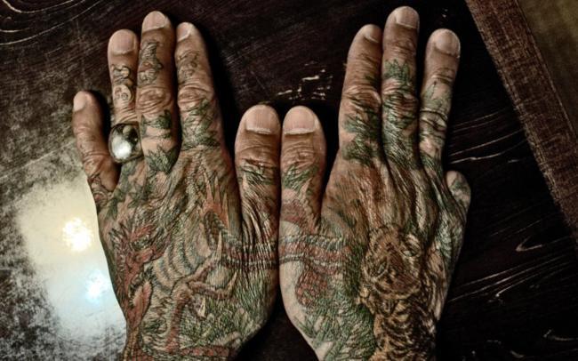 Mãos de membro da Yakuza