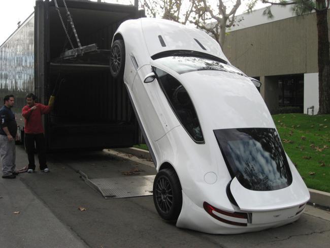 Um Aston Martin de US$ 200 mil com problemas no descarregamento