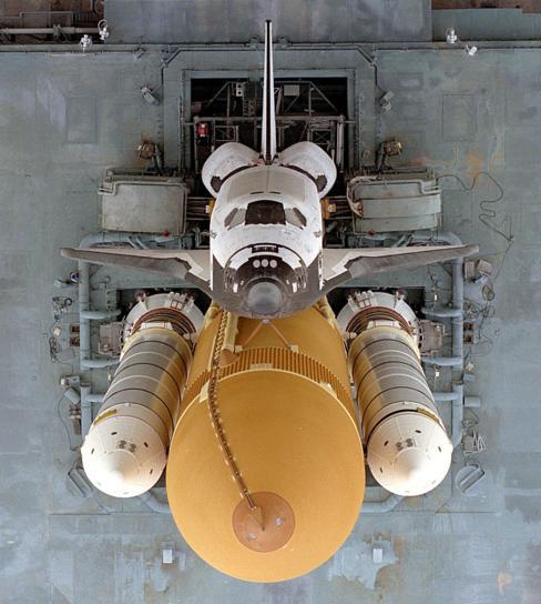 Foto do ônibus espacial Atlantis antes da decolagem