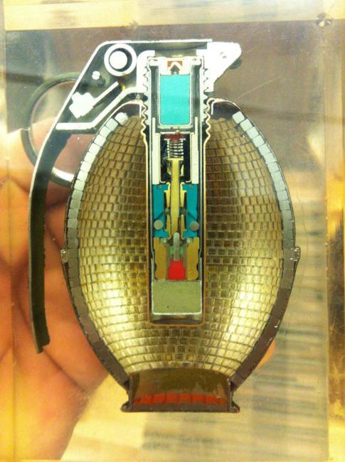 O interior de uma granada de fragmentação